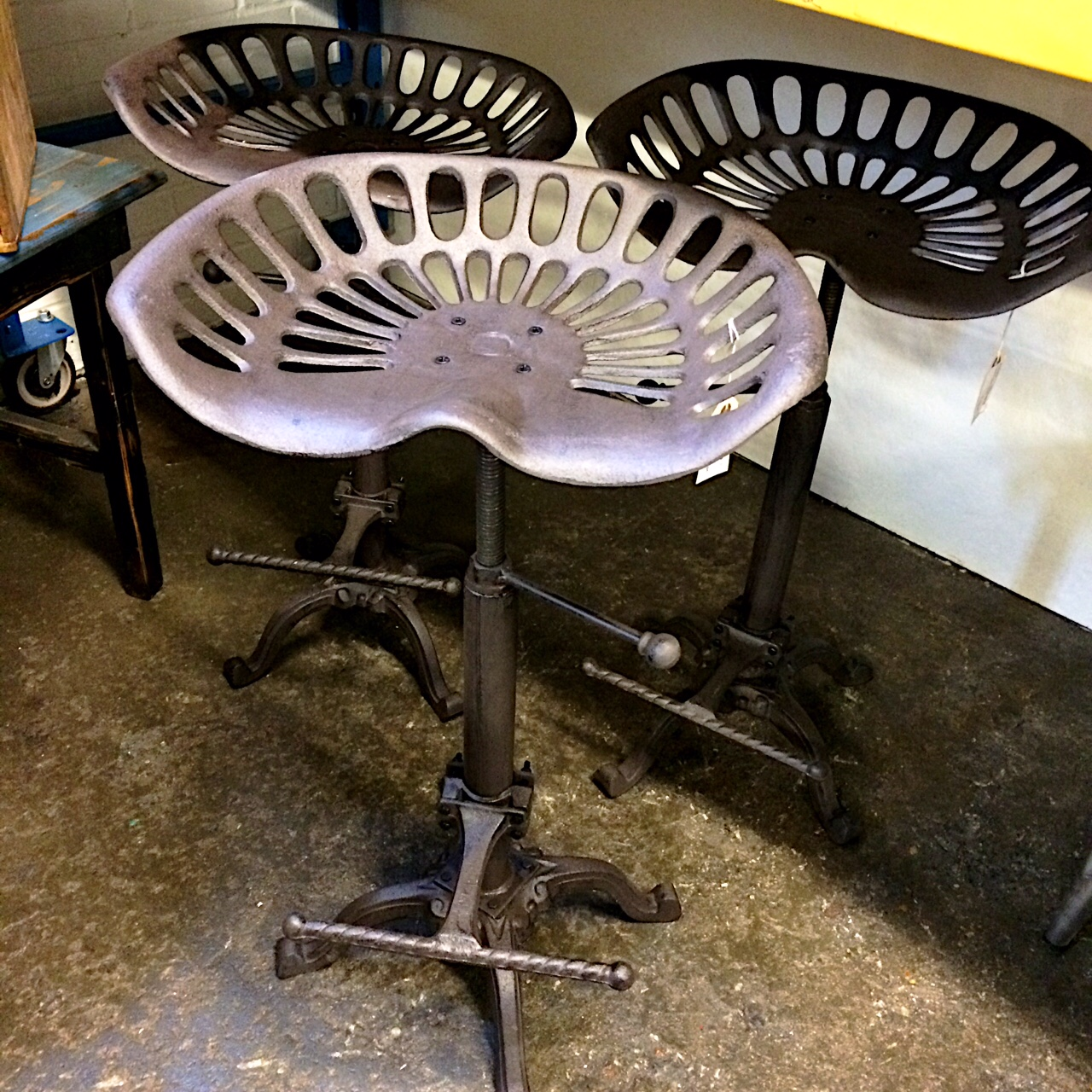 Adjustable Industrial Tractor Stool With Swivel Seat